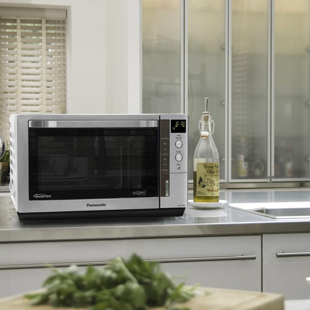 Взрыв чистоты: как почистить микроволновку за 5 минут